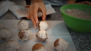 Cinnabon-Style Low-Carb Donut Holes
